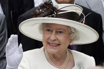 Karalienė britams kainuoja vis brangiau