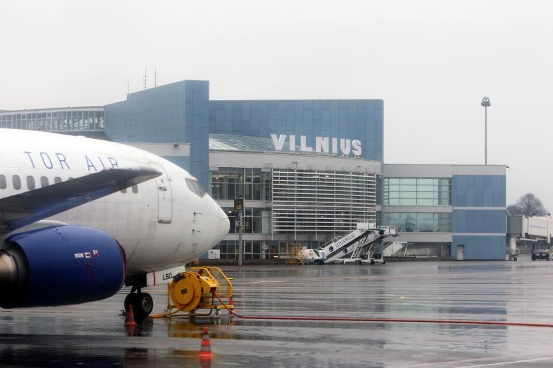 Girto anonimo žinutė apie sprogmenis sujaukė Vilniaus oro uosto darbą