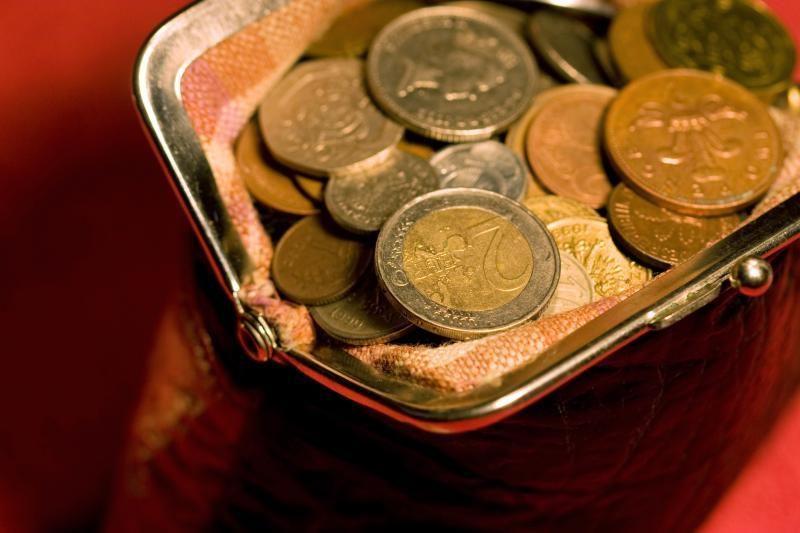 Seime pradėti svarstymai padidinti minimalią algą