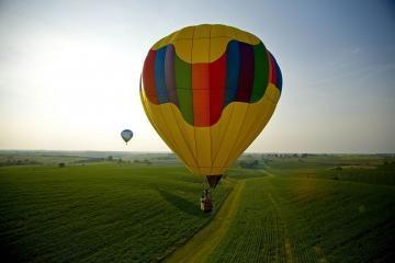 Virš Vilniaus sklandys dirižabliai ir oro balionai