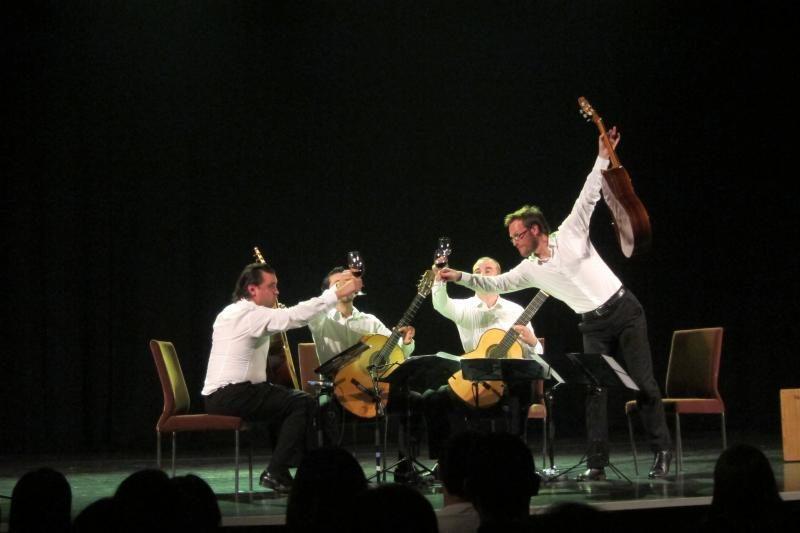 Kiniją stebinęs Baltijos gitarų kvartetas kelsis į Trakus