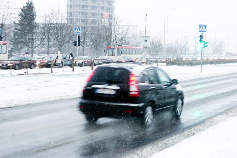 Iškritus sniegui, Vilniuje padaugėjo avarijų (atnaujinta)