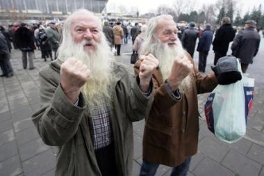 Mažėja pensijos ir pašalpos