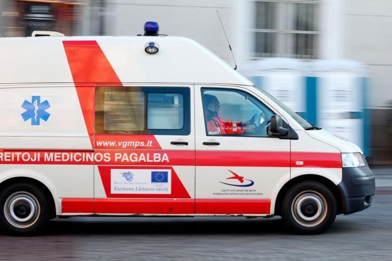 Kauno rajone darbininką užgriuvo nuo šlaito nuslinkęs žemės gruntas