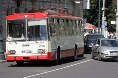 Iš neįgaliųjų siūloma atimti transporto išlaidų kompensacijas