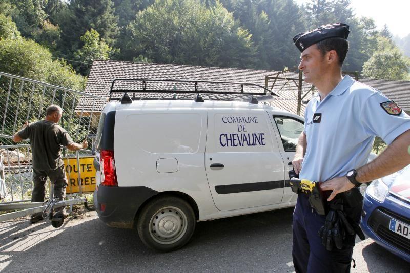 Stringant žudynių Alpėse tyrimui, viltys siejamos su sužeista mergaite