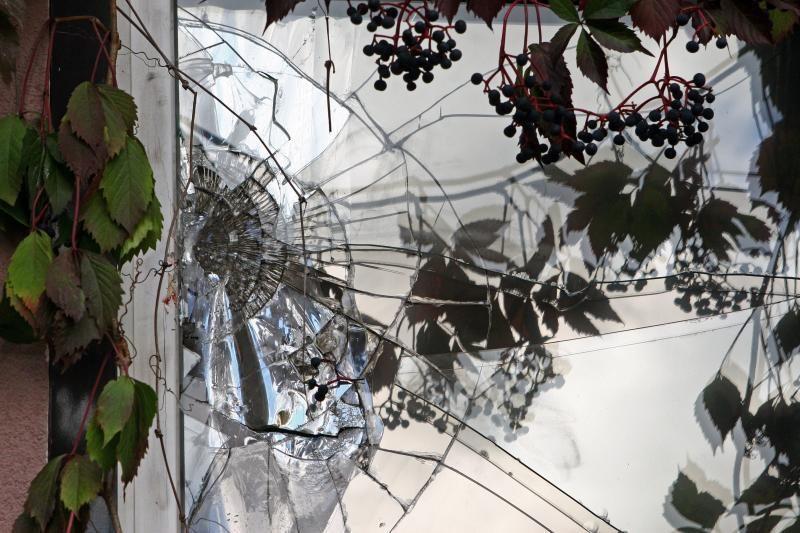 Šiaulių rajone vyras žmoną išstūmė pro langą