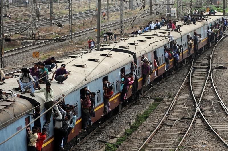 Indijoje susidūrus traukiniams žuvo 14 žmonių, 30 sužeisti