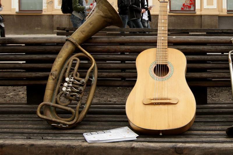Skambinimo gitara iššūkiai nesvarumo būsenoje