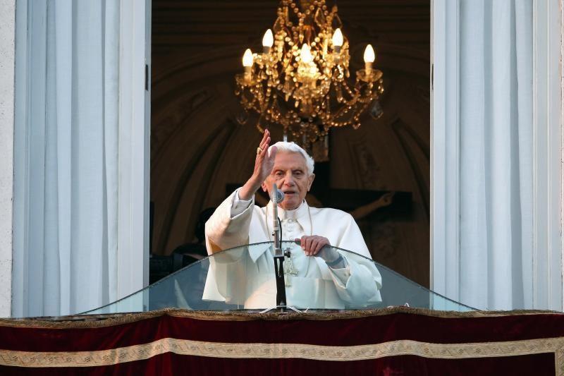 Benediktas XVI oficialiai liovėsi būti Katalikų Bažnyčios vadovu