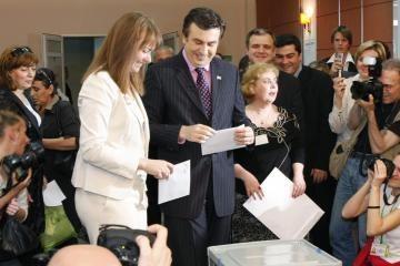 Gruzijoje pergalę švenčia valdančioji partija
