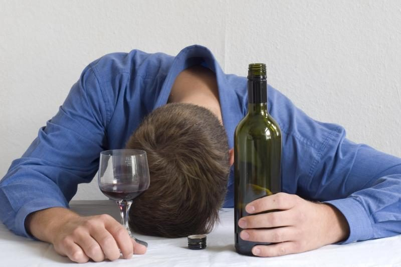 Dilema darbdaviui: puikus darbuotojas, bet geria