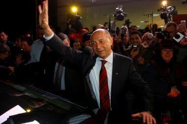 Rumunija: perskaičiavus balsalapius tebepirmauja prezidentas T.Basescu