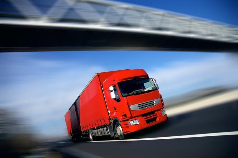 Pareigūnai tikrins krovinines transporto priemones