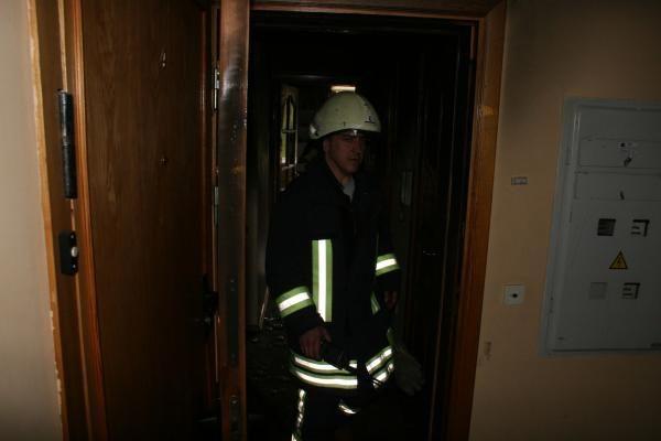 Sostinės ugniagesiai išgelbėjo daugiabučio gyventoją