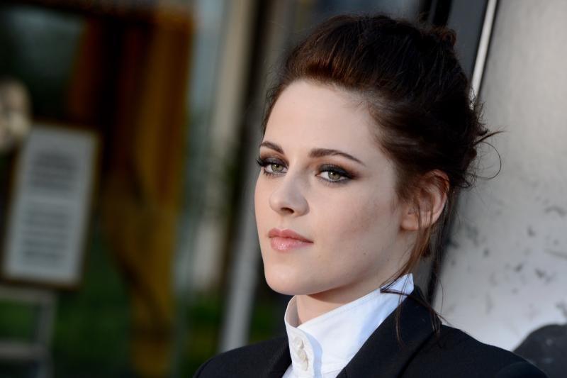 K.Stewart iš geriausiai apmokamos aktorės pozicijos išstūmė A.Jolie