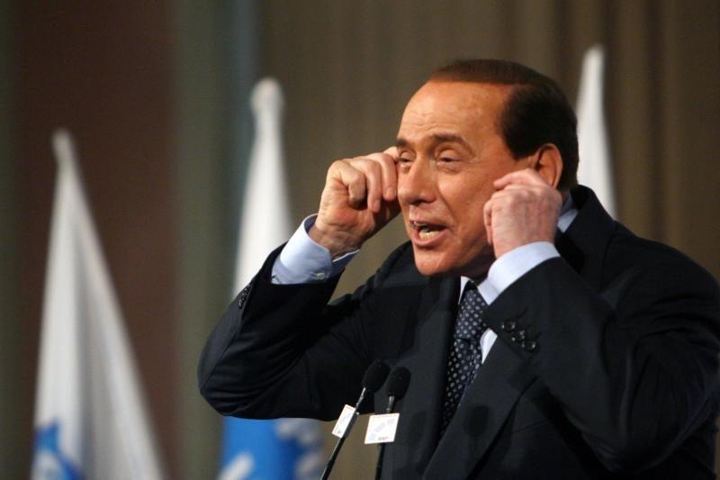 S.Berlusconi neigia patyręs spaudimą iš mafijos