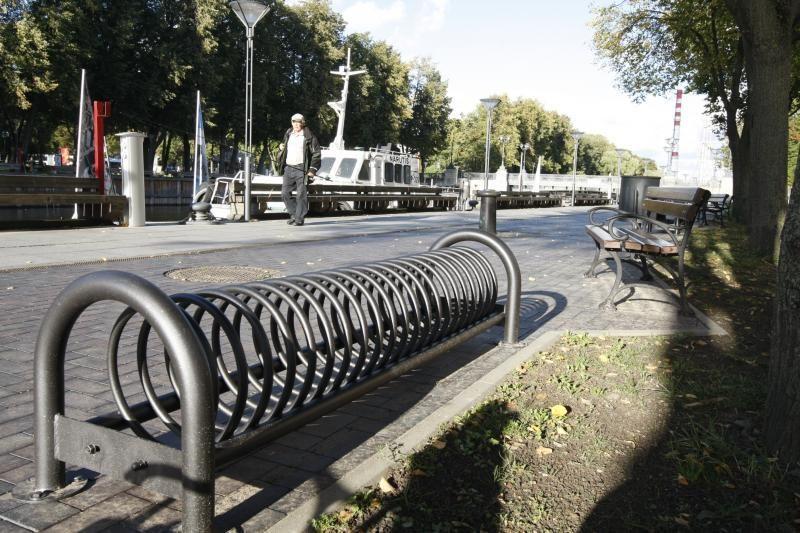 Žvejų gatvėje - nauji suoliukai, šiukšliadėžės ir dviračių stovai