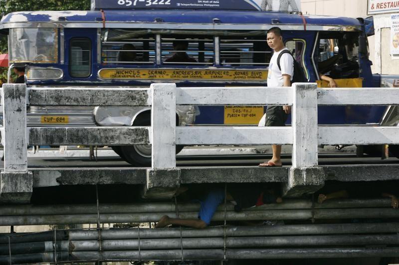 Filipinuose autobusui nukritus nuo skardžio žuvo 11 žmonių