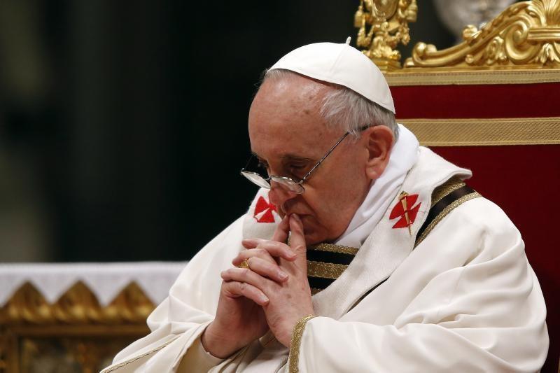 Popiežius meldžiasi už aukas Egipte ir susitaikymą
