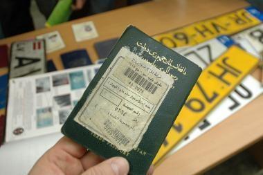 Indas į Lietuvą keliavo su suklastotais dokumentais