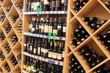 Seimas nesutiko leisti prekiauti alkoholiu iki vidurnakčio