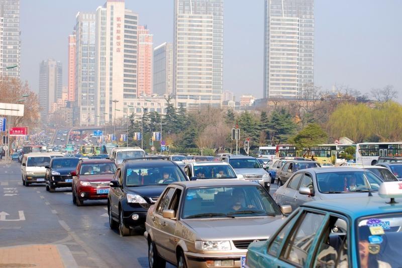 Kinijoje automobilių pardavimai ir toliau didėja