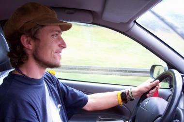 Vairuotojo pažymėjimai – tik nuolatiniams Lietuvos gyventojams