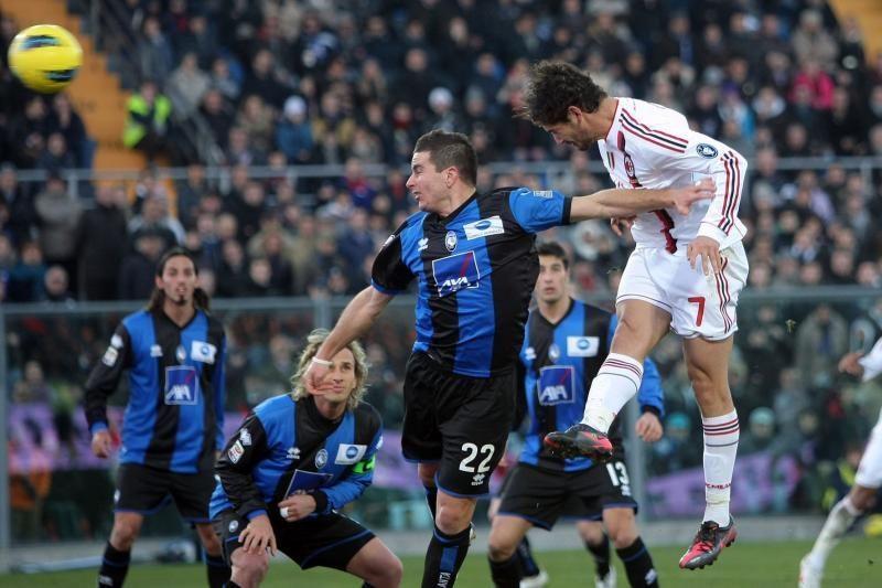 """Italijoje tęsiasi """"AC Milan"""" ir """"Juventus"""" dvivaldystė"""