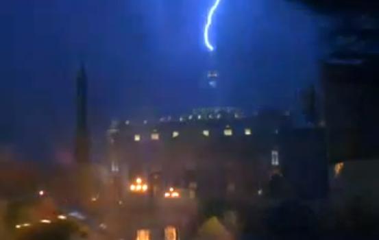 Po popiežiaus pareiškimo į Šv. Petro baziliką trenkė žaibas