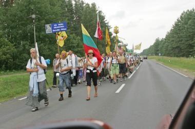 Į Vilnių atvykstantys piligrimai savo žygį skiria Lietuvos nepriklausomybei