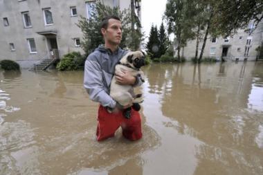 Slovėnijoje nuo potvynių vienas žmogus žuvo, daugybė kelių ir namų apgadinta