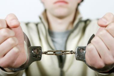 Šiaulių katedroje vagiliavęs nepilnametis gimtadienį švęs areštinėje