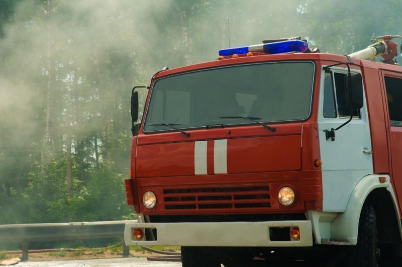 Vilniaus sodų bendrijoje      dega namas