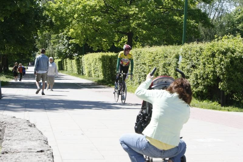 Sutemus miesto dviračių takais - kaip labirintais