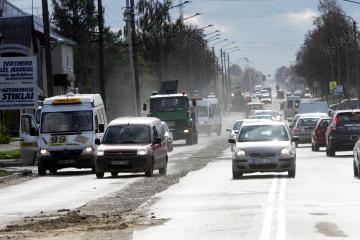 Kelių būklė: eismo sąlygos neblogos, vietomis tvyro rūkas