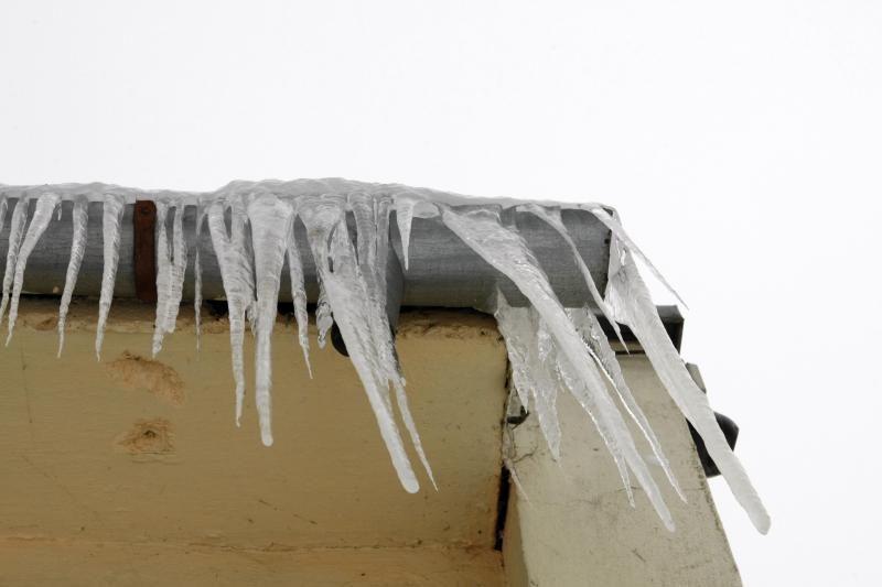 Už nenumuštus varveklius ir nuo stogo nenuvalytą sniegą - bauda