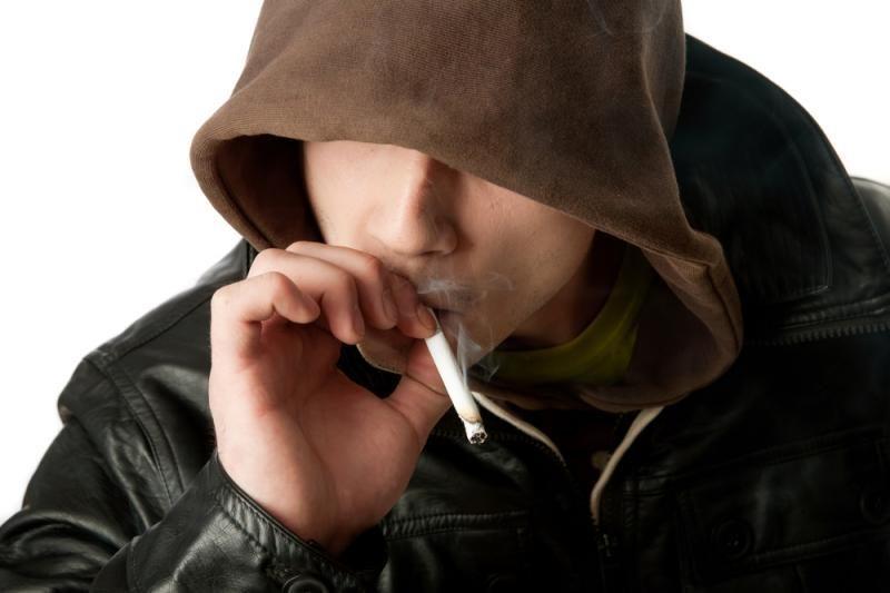 Drausdama nepilnamečiams rūkyti savivaldybė perlenkė lazdą