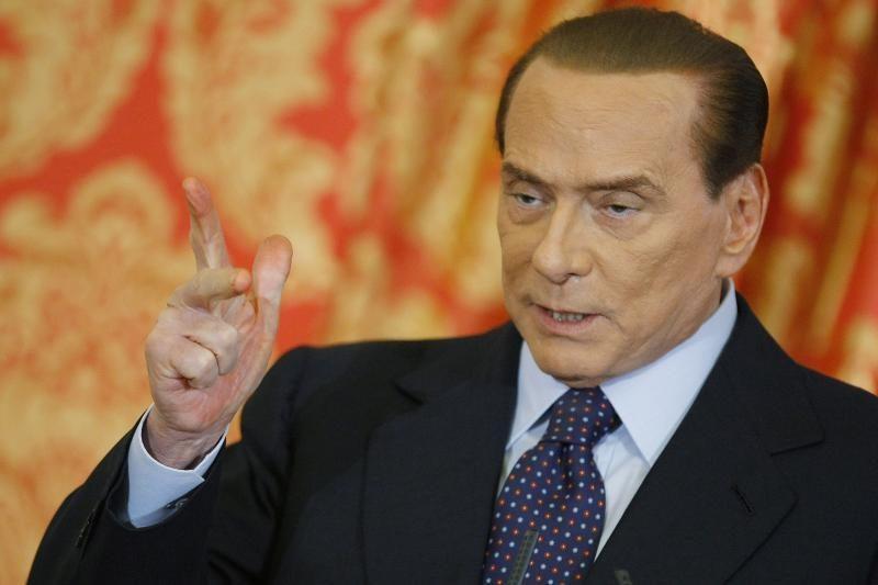 """Berlusconi """"paskelbė karą"""" Italijos premjerui"""