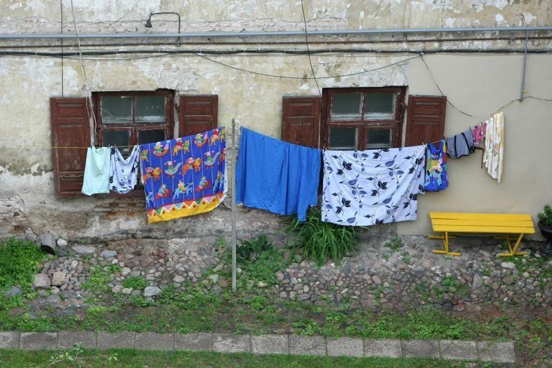 Menas reikalauja aukų: namas, kuriame lyja