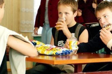 Nemokamo maitinimo nebegaus beveik pusę mokinių
