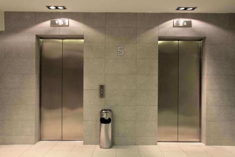 Kinijoje iš 30 aukšto nukritus liftui žuvo 19 žmonių