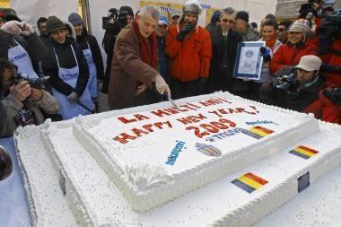 Rumunijoje iškeptas sunkiausias pasaulyje tortas