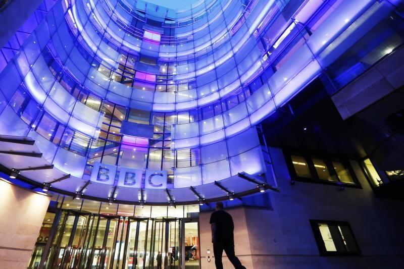 D. Cameronas nesupranta, kodėl BBC vadovui sumokėti milijonai