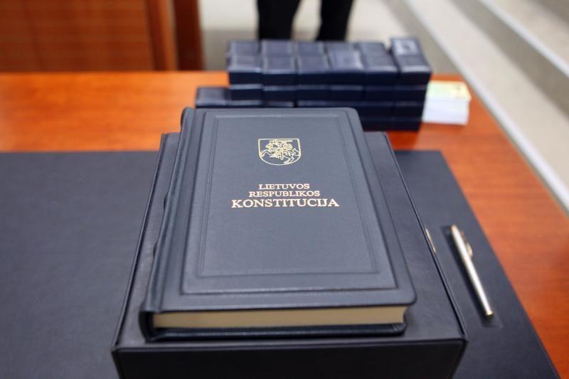 Žinias vėl patikrins Konstitucijos egzaminas