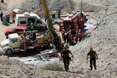 Užgriuvusioje Čilės šachtoje atkirsti kalnakasiai po žemėmis praleis keletą mėnesių
