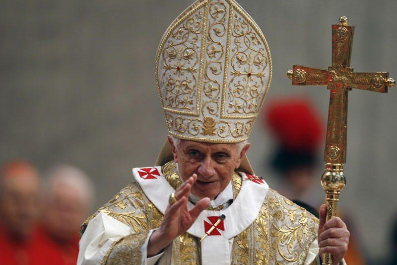 Popiežiui Benediktui XVI padovanotas didžiulis kiaušinis