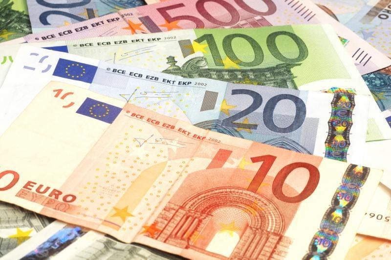 Agresyvų euro kritimą įtakojo situacija Graikijoje