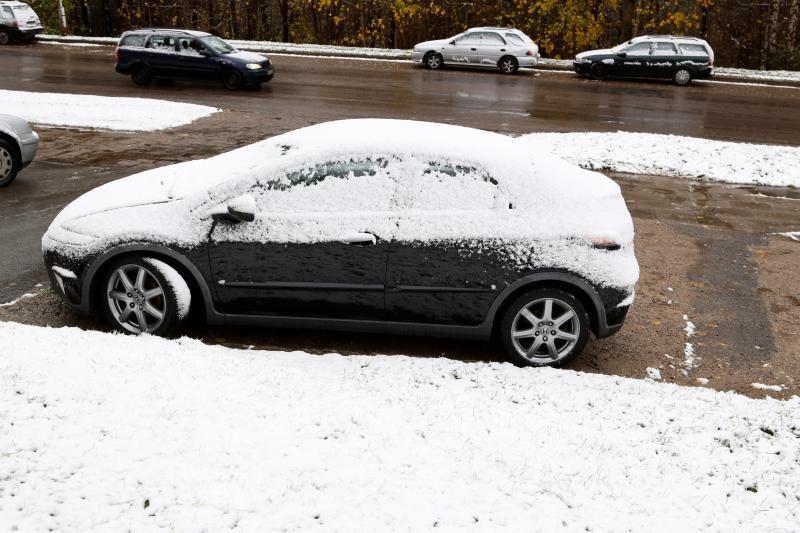 Sniegas spalį sukėlė daug avarijų: gal reikėtų keisti KET?