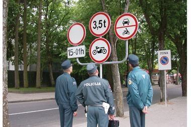 Praneškite apie netvarkingus kelio ženklus